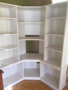 Bibliothèque en coin