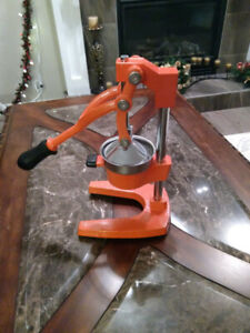 CITRUS JUICER new and never used