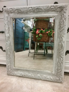 CHALK PAINTED VINTAGE PICTURE FRAME