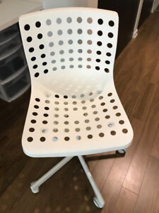 NEW CONDITION IKEA WHITE OFFICE CHAIR