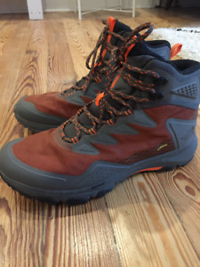 The NorthFace men's Ultrat Fastpack lll Mid GTX (brand new!!)