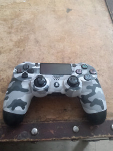 PLAYSTATION 4 CONTROLLER (6 WEEKS OLD)