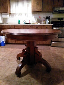 """Solid Oak Wood 42"""" Dia. Dining Table - Mahogany Stained"""