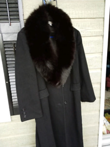 LONG, LUXURIOUS,AUTHENTIC FOX FUR COLLAR