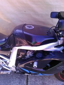 SUZUKI GSXR750 1992-93 WATTER COOLED PARTING OUT Windsor Region Ontario image 10