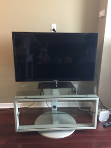 Samsung Smart TV w/TV stand