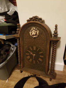 BeautifuL Antique/Vintage Wall Decorative Lion Clock $80 firm