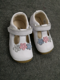 Clarks girls shoes size 4F