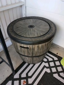 Outdoor fire barrel