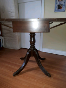 Drop leaf table with 4 chairs