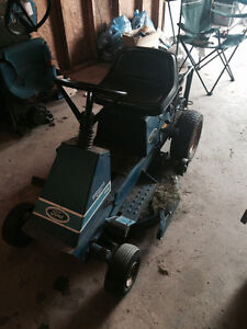 Ford R8 Lawn Tractor