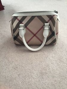 Gently used purse Cambridge Kitchener Area image 1