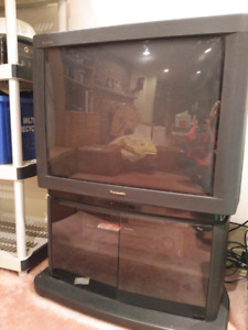 Panasonic Gaoo 28-inch television for sale. Perfect condition