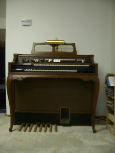 Electrohome Laurier model organ & bench