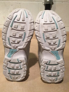 Women's Dr. Scholl's Shoes Size 7 London Ontario image 3