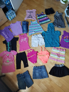 Gros lot de vêtements d'été pour fillette grandeur 7/8 ans