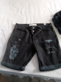 BRAND NEW MEN'S TATERED SHORTS, SIZE W36/32 L.
