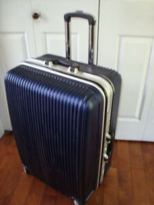 Large Hard Shell Suitcase/Luggage Excellent Condition $75