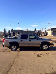 2003 Chevrolet Avalanche Z71 4X4 - fully loaded with low km!