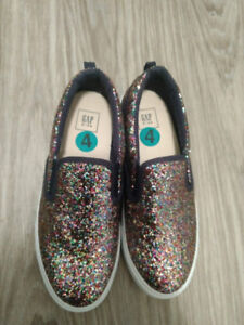 GIRLS NEW GAP RUNNERS SIZE 4