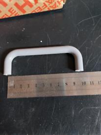 Box of 25 grey D handles 96cc x 35x10mm