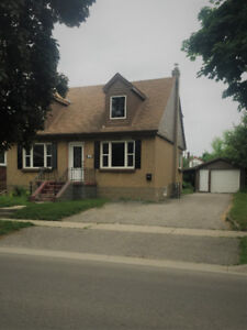 CHARMING 3-BDRM MAIN FLOOR INCLUDING BASEMENT APARTMENT FOR RENT