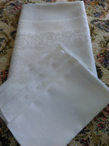 DAMASK TABLECLOTH AND NAPKINS