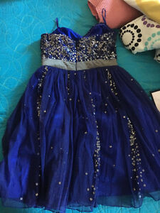 Beautiful navy blue dress ( great for graduation or prom) London Ontario image 2