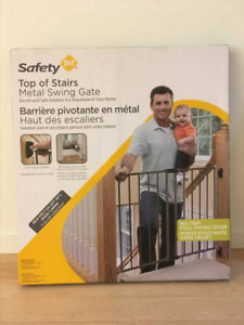 BNIB! Safety 1st baby gate (swing type) for top of stairs