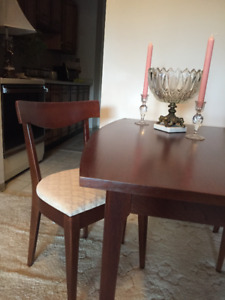 7 PIECE WALNUT DINING SET WITH HUTCH AND BUFFET & 4 CHAIRS