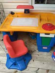 Little Tykes desk station