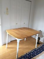 Dinning table for sale comes with 4 chairs