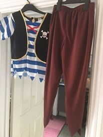 Boys or girls pirate costume for sale 9/10yrs