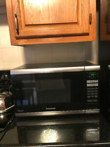 MICROWAVE, TV, 6 KITCHEN CHAIRS FOR SALE