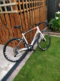Cube attain road bike