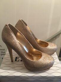 Size 8 Gold Glitter Heels