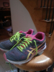 ASICS ladies running shoes. Light-weight - size 7