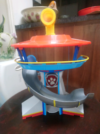 Paw patrol figues and look out tower.