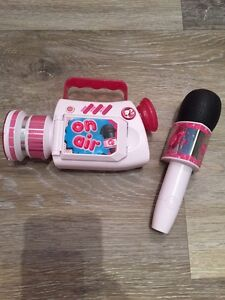 BARBIE NEWS REPORTER TOY- MAKES MUSIC, SOUNDS