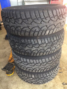 4 Winter Tires 195/60 R15 Like New