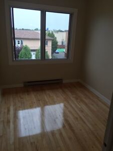 750 / 3br - Chomedey Laval, 5 1/2 Appartment a Louer