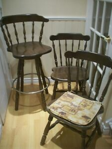 6 chaises et 1 tabouret de bar antique pivotant en bois (Japon)