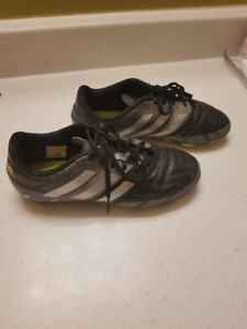 Size 4 soccer cleat in good condition