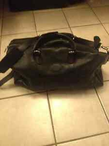 Brand new ROOTS LARGE BANFF LEATHER BAG