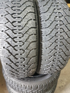 205/55R16 GOODYEAR, 4 TIRE D'HIVER COMME NEUFS