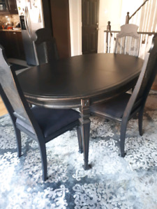Dining Table with 4 matching chairs
