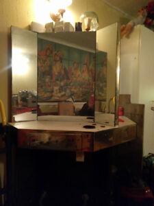 TABLE DE COIFFURE ET LAVABO