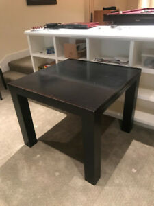 Used extendable dining table, comes with 2 free chairs