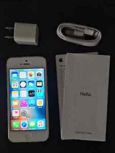 White IPhone 5,16Gb. Very Good Condition. Locked to Fido