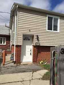 3290 Bloomfield Road - 3 Bedroom